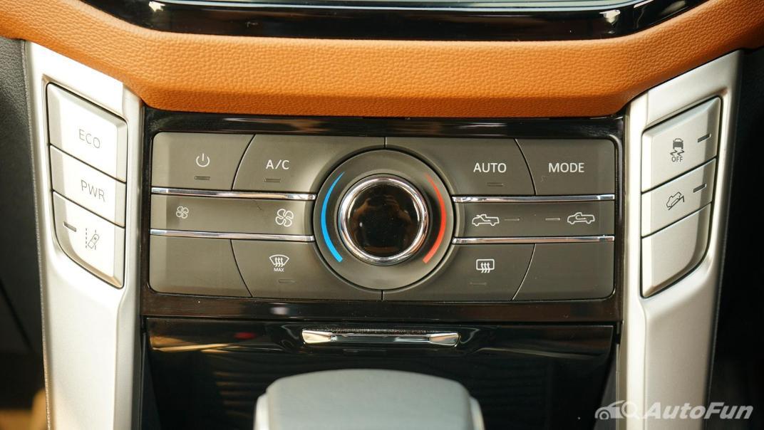 2021 MG Extender Interior 009