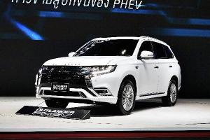 ชมคันจริง 2021 Mitsubishi Outlander PHEV ขายราคา 1.64 - 1.749 ล้านบาท เผยสเปคเด่นไว้เกทับ MG HS