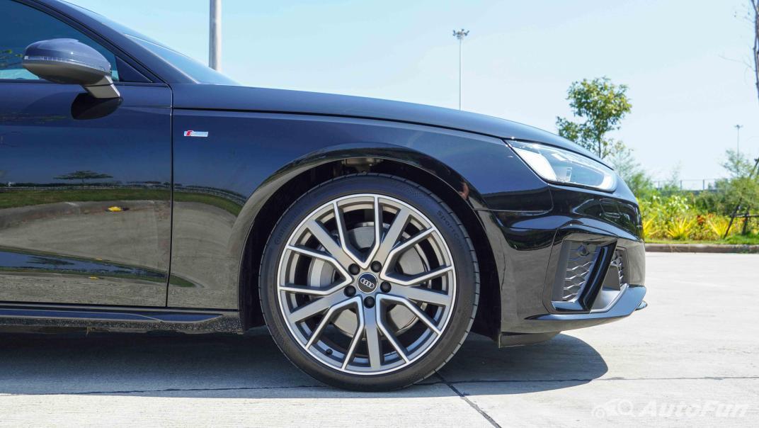 2020 Audi A4 Avant 2.0 45 TFSI Quattro S Line Black Edition Exterior 012