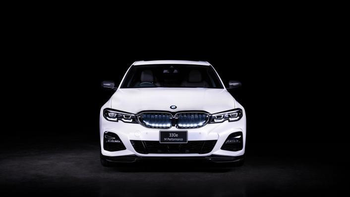 2021 BMW 3 Series Sedan 330e M Sport Exterior 002