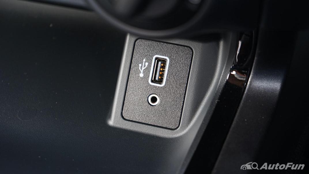 2021 Nissan Navara PRO-4X Interior 018