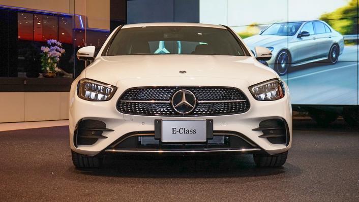 2021 Mercedes-Benz E-Class Saloon E 220 d AMG Sport Exterior 002