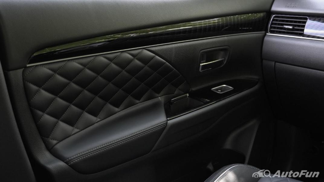 2021 Mitsubishi Outlander PHEV GT-Premium Interior 018