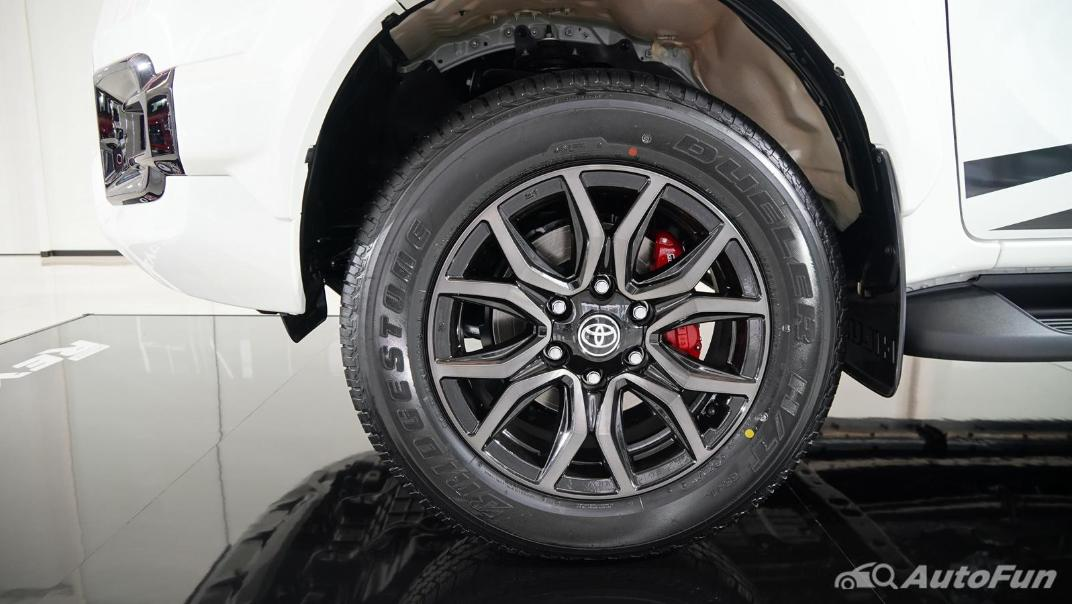 2021 Toyota Hilux Revo Double Cab 4x4 2.8 GR Sport AT Exterior 025