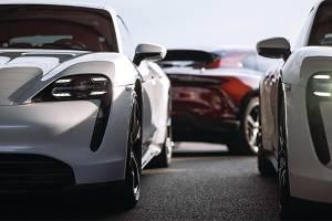 สัญญาณของการเปลี่ยนแปลง : Porsche Taycan ขายดีแซงรถสปอร์ตทุกคันในค่าย