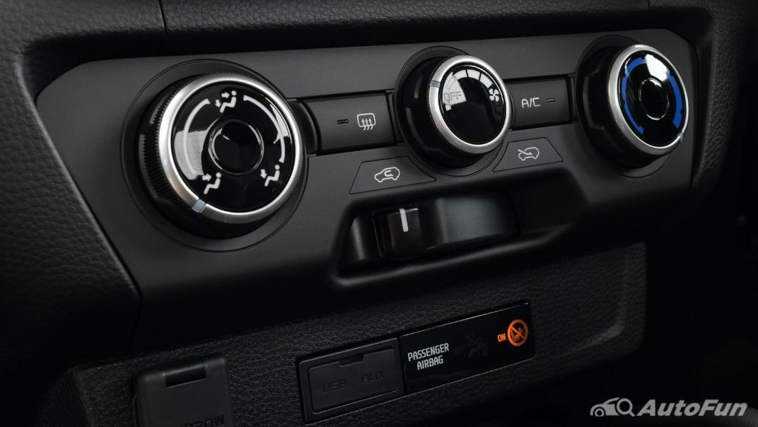 Mazda BT-50 Pro 2021 Interior 036