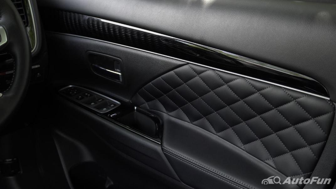 2021 Mitsubishi Outlander PHEV GT-Premium Interior 016