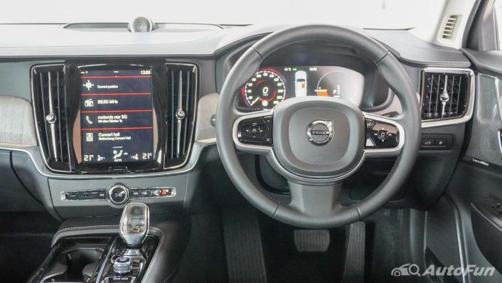 2021 Volvo S90 Recharge Interior 004