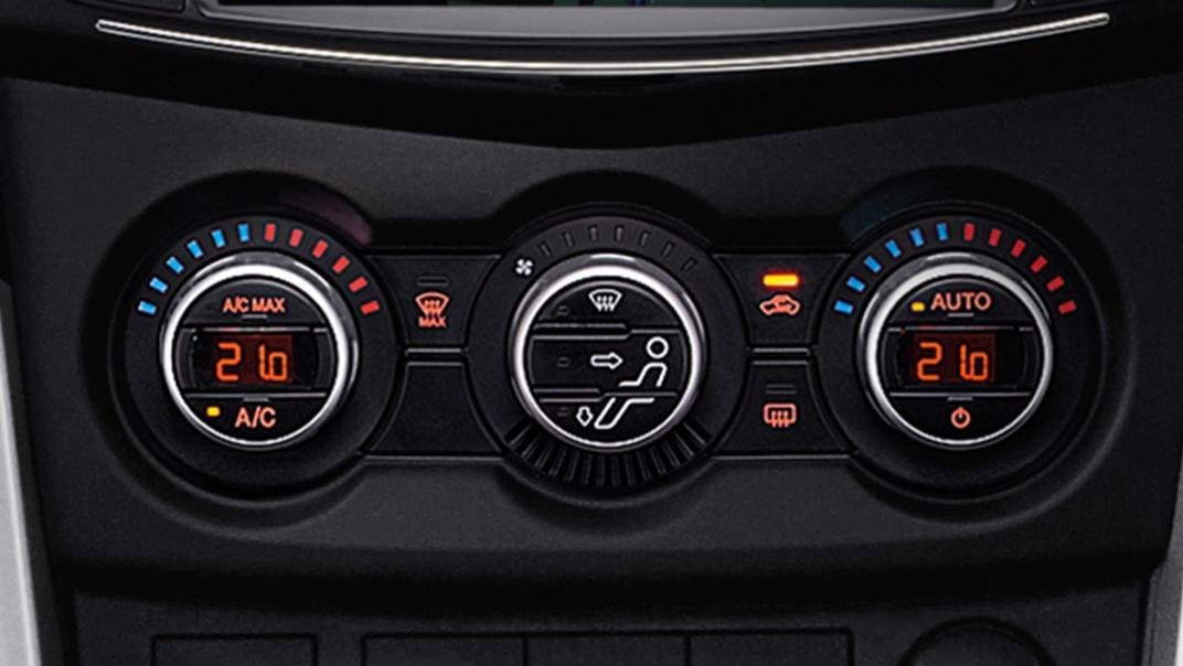 Mazda BT-50 Pro 2020 Interior 005