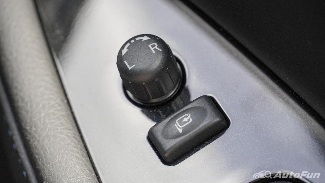 2020 Nissan Leaf Electric Interior 060