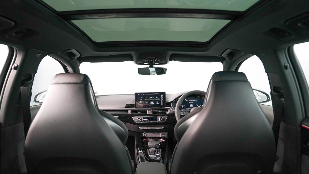 2020 Audi A4 Avant 2.0 45 TFSI Quattro S Line Black Edition Interior 112