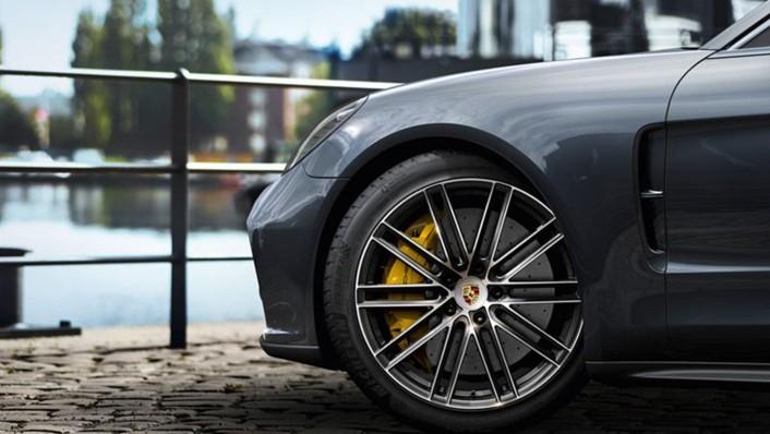 Porsche Panamera 2020 Exterior 006