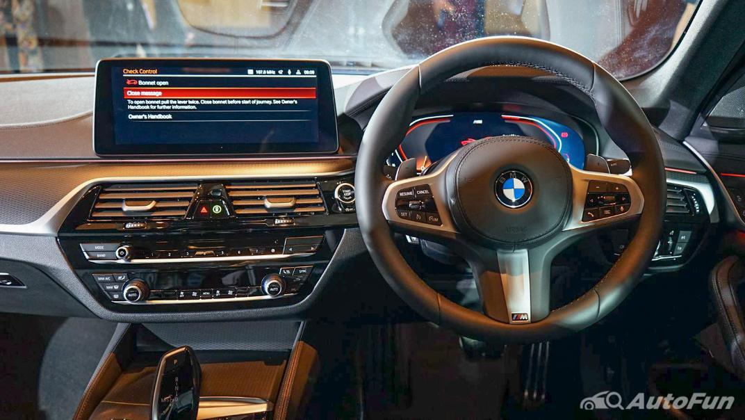 2021 BMW 5 Series Sedan 520d M Sport Interior 003