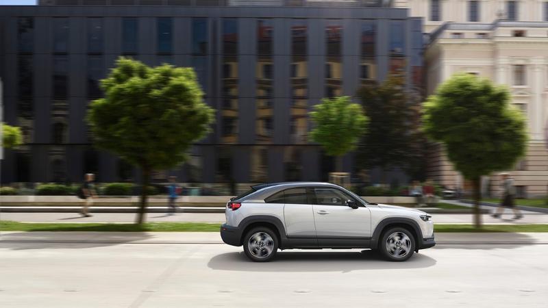 2021 Mazda MX-30 เตรียมเปิดตัวเครื่องไฟฟ้าใหม่ e-SKYACTIV G ผสานความแรงมอเตอร์ไฟฟ้าและเบนซิน 02