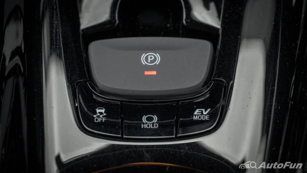 2021 Toyota C-HR Hybrid Premium Safety Interior 046
