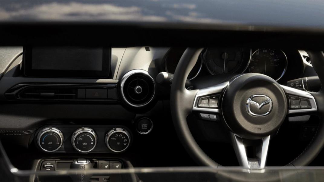Mazda MX-5 2020 Interior 002