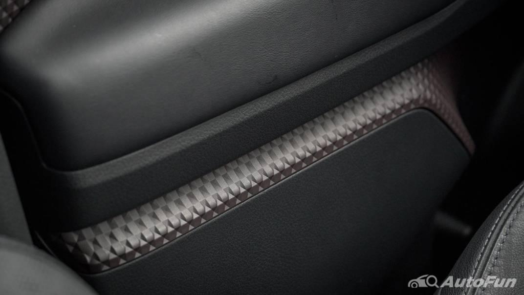 2021 Toyota C-HR Hybrid Premium Safety Interior 055