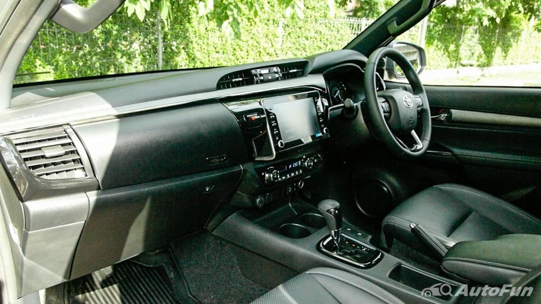 2020 Toyota Hilux Revo Double Cab 4x4 2.8High AT Interior 006