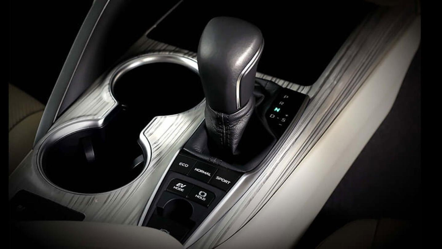 Toyota Camry 2020 Interior 018