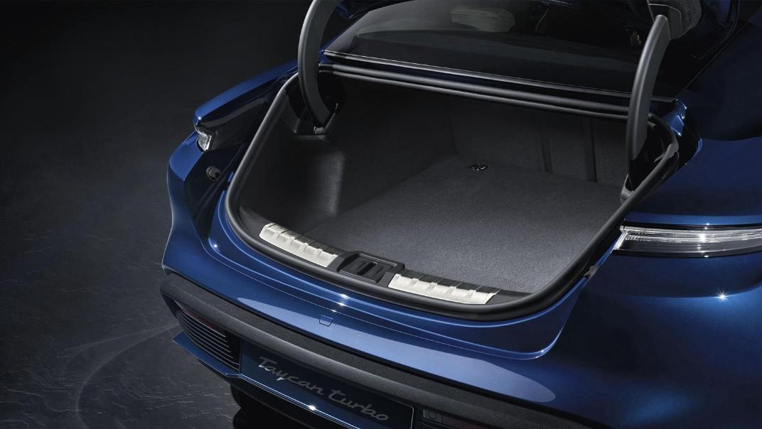 2020 Porsche Taycan Interior 010