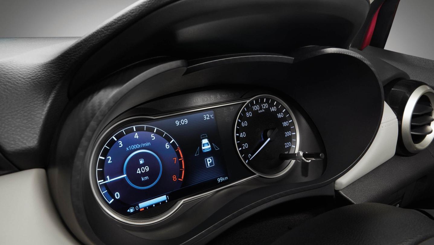 Nissan Almera 2020 Interior 003