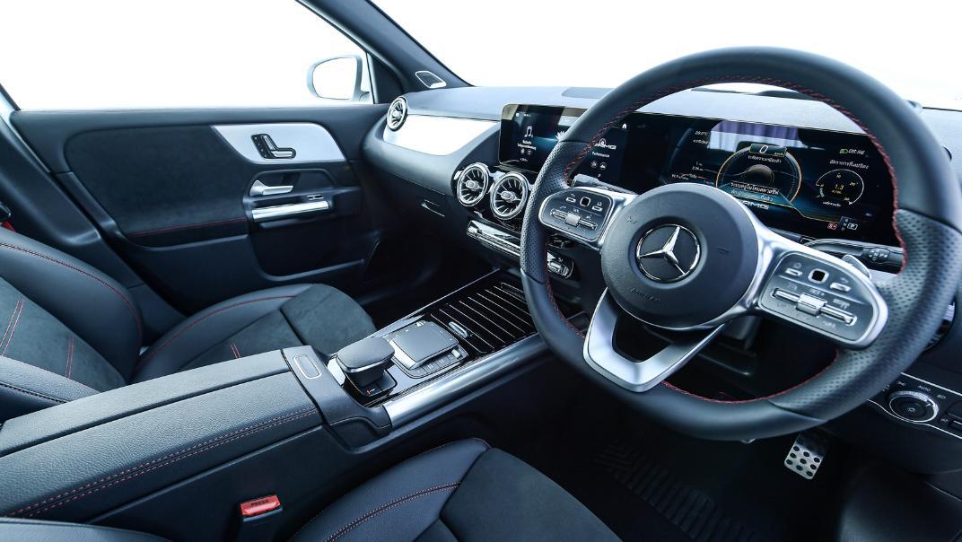 2021 Mercedes-Benz GLA-Class 35 AMG 4MATIC Interior 002