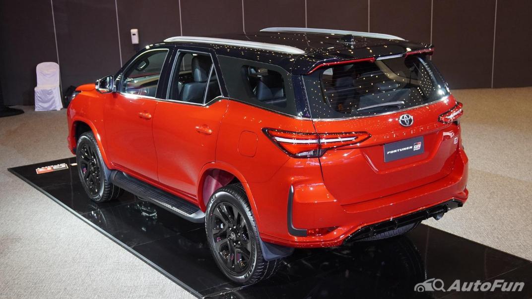 2021 Toyota Fortuner 2.8 GR Sport 4WD Exterior 005