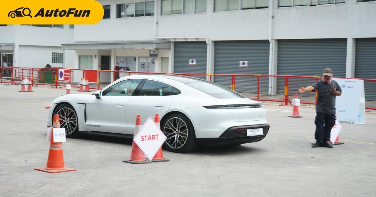 งานรถยนต์ไฟฟ้าเข้าฟรี มีทุกรุ่นให้ลองขับ ระดับราคา 10,000,000 กว่าบาทก็มาด้วย 01
