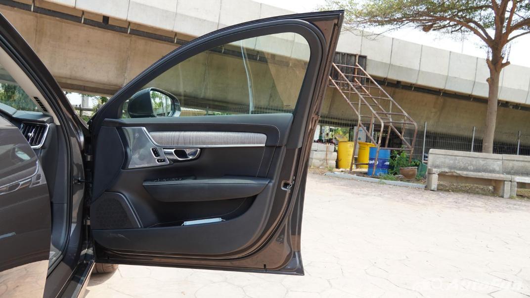 2021 Volvo S90 Recharge Interior 033