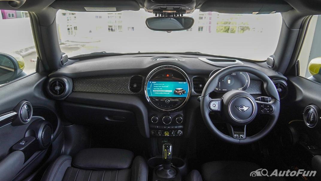 2021 MNI 3-Door Hatch Cooper S Interior 001