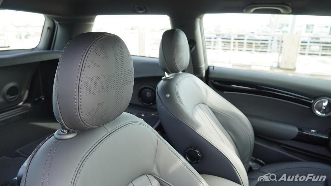 2021 MNI 3-Door Hatch Cooper S Interior 035