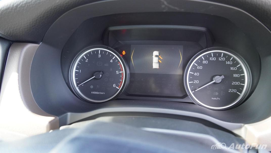 Mazda BT-50 Pro 2021 Interior 006