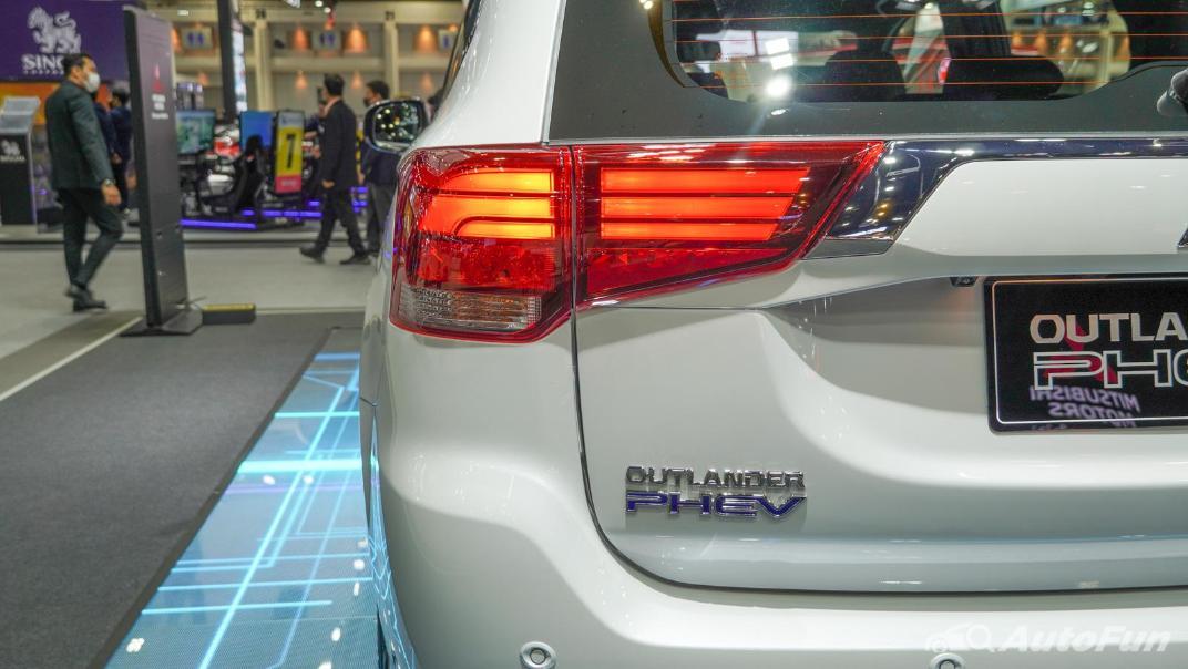2021 Mitsubishi Outlander PHEV GT Exterior 009