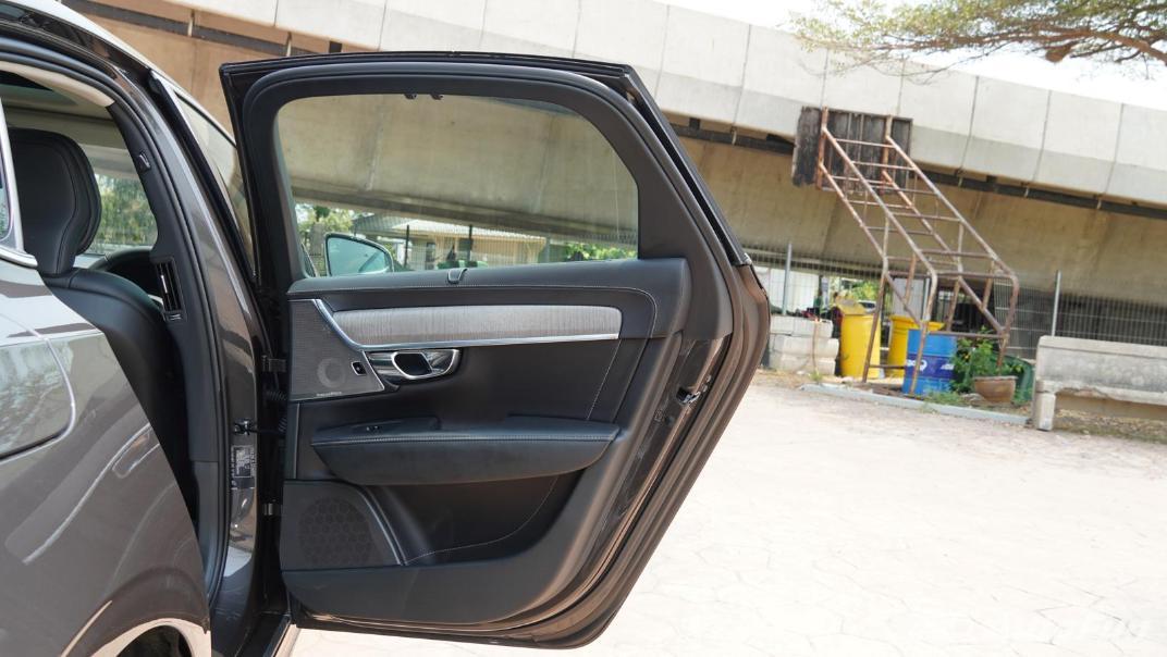 2021 Volvo S90 Recharge Interior 037