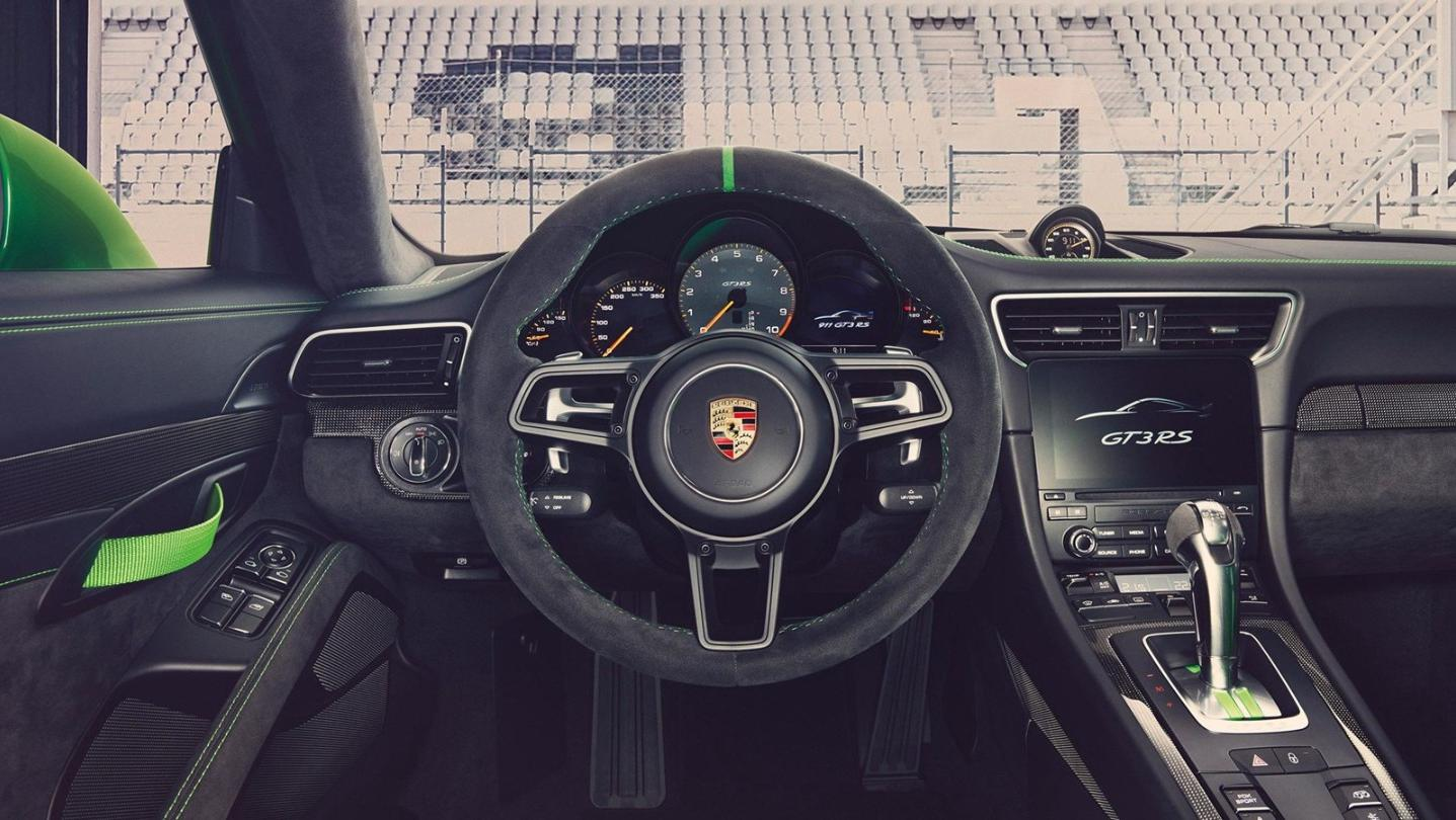 Porsche 911 Public 2020 Interior 002