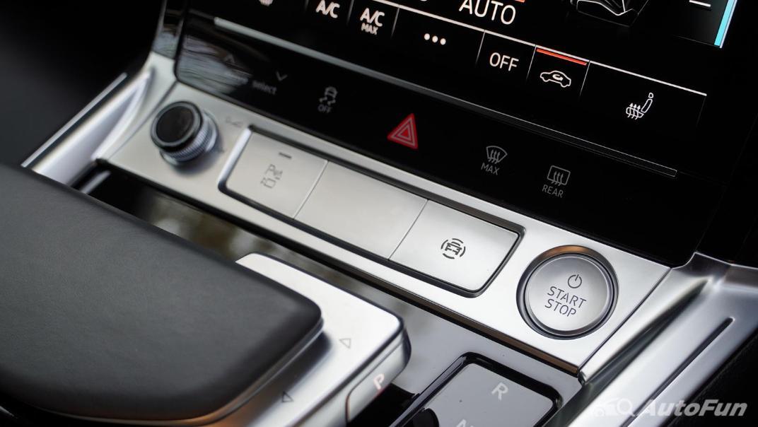 2020 Audi E Tron Sportback 55 quattro S line Interior 032