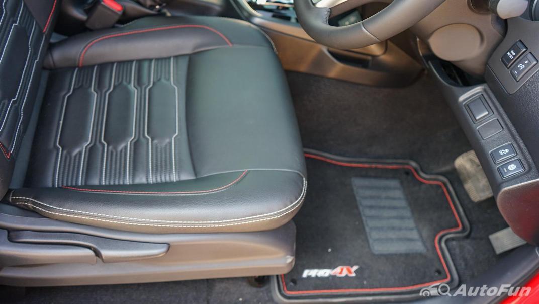 2021 Nissan Navara PRO-4X Interior 034