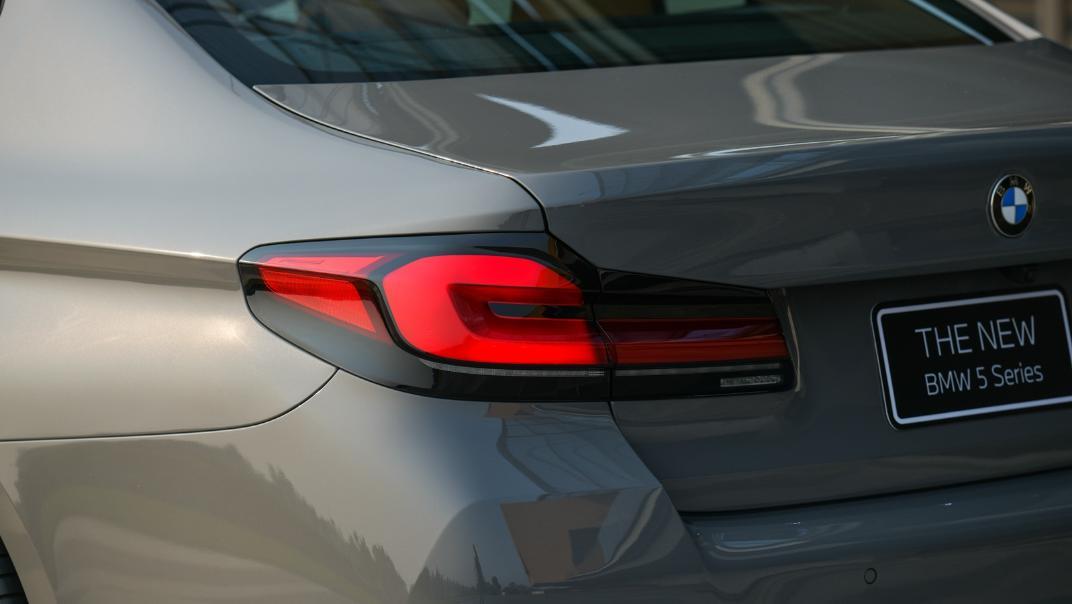 2021 BMW 5 Series Sedan 530e M Sport Exterior 037