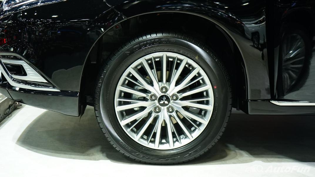 2021 Mitsubishi Outlander PHEV GT Exterior 022