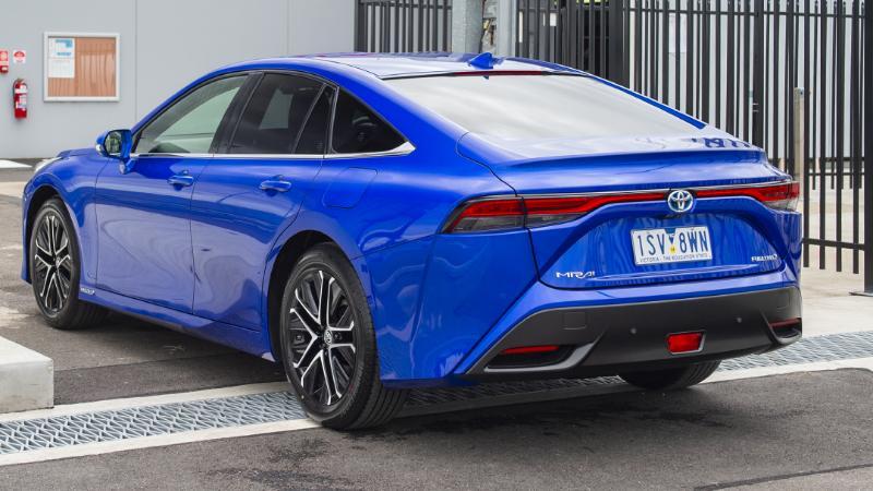 Toyota เตือนคู่แข่งก่อนไปไฟฟ้าล้วน เผยแผนทำรถ Fuel cell ขายคู่กันไป คุณจะเลือกอะไร ? 02