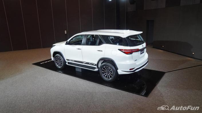 2021 Toyota Fortuner Exterior 006