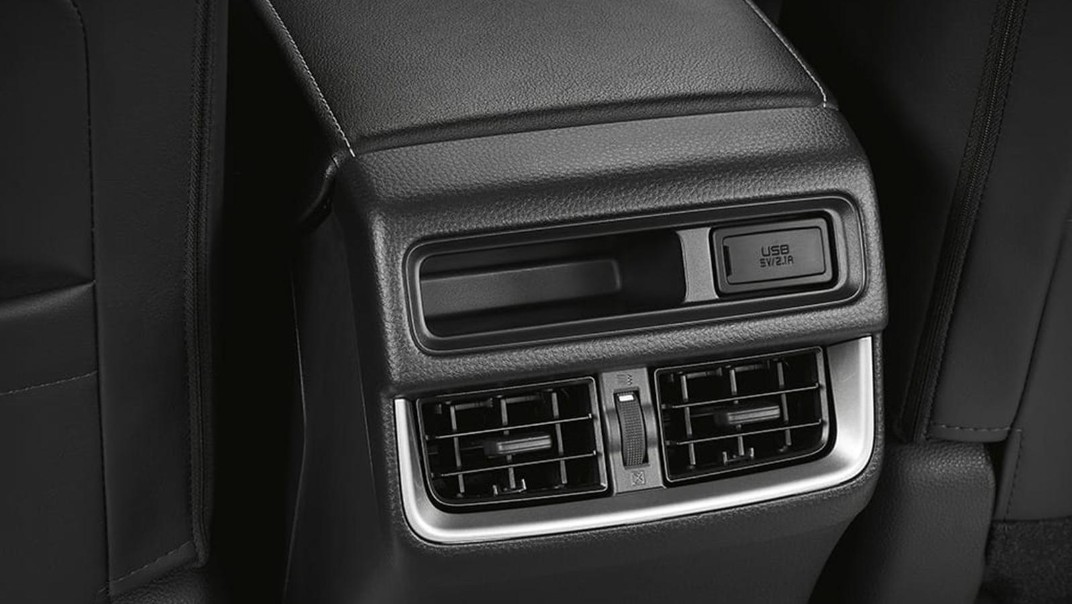 Isuzu D-Max 4-Door 2020 Interior 004