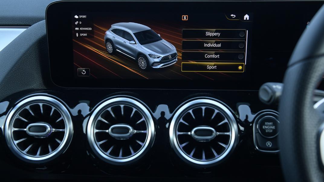 2021 Mercedes-Benz GLA-Class 35 AMG 4MATIC Interior 042