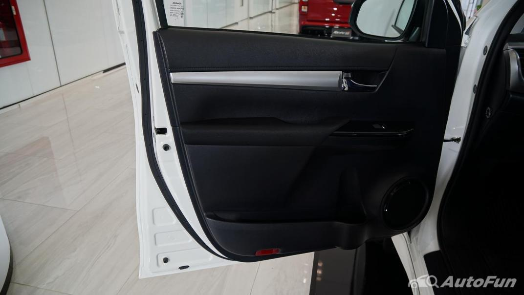 2021 Toyota Hilux Revo Double Cab Z Edition Interior 016