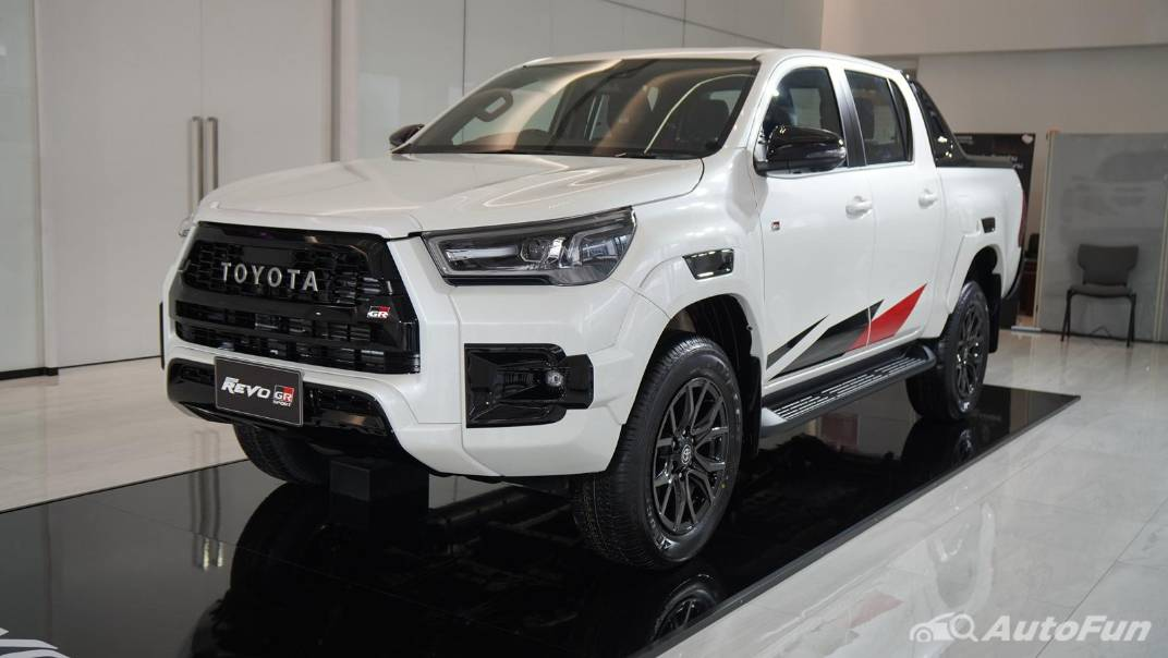 2021 Toyota Hilux Revo Double Cab 4x4 2.8 GR Sport AT Exterior 001
