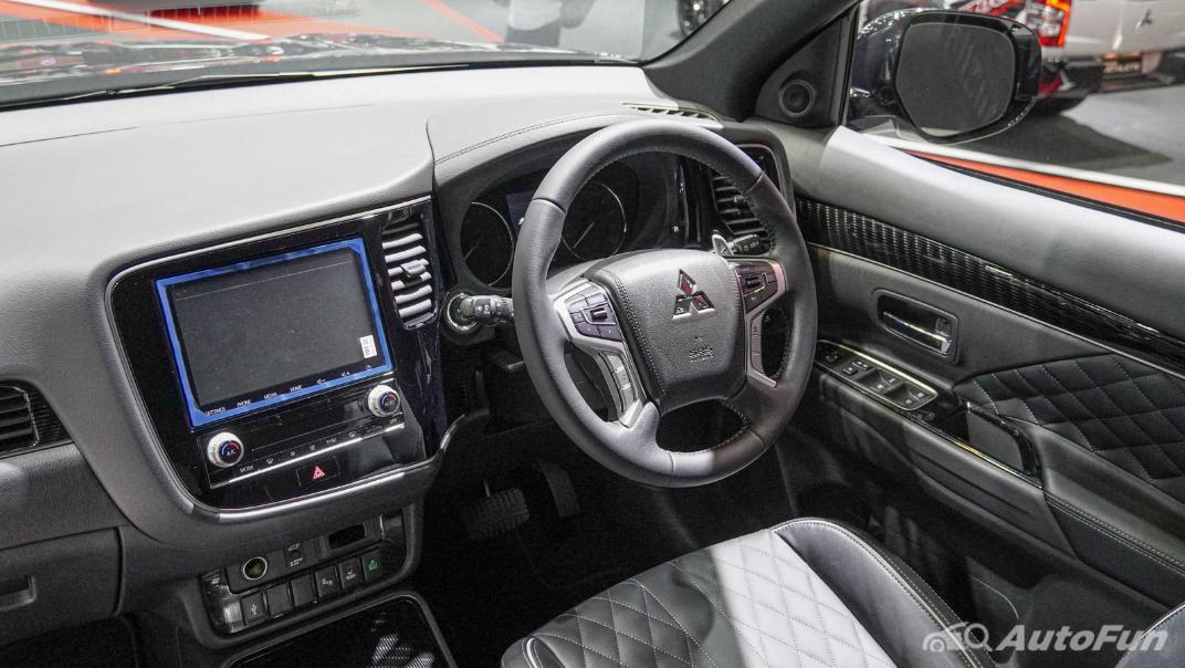 2021 Mitsubishi Outlander PHEV GT Interior 003