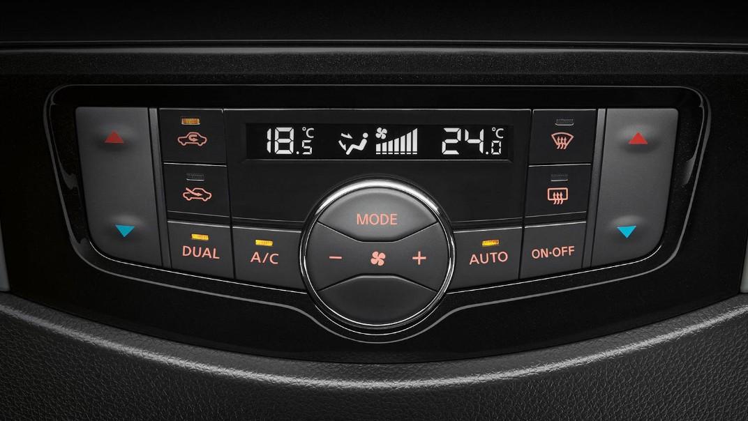 Nissan Navara 2020 Interior 006