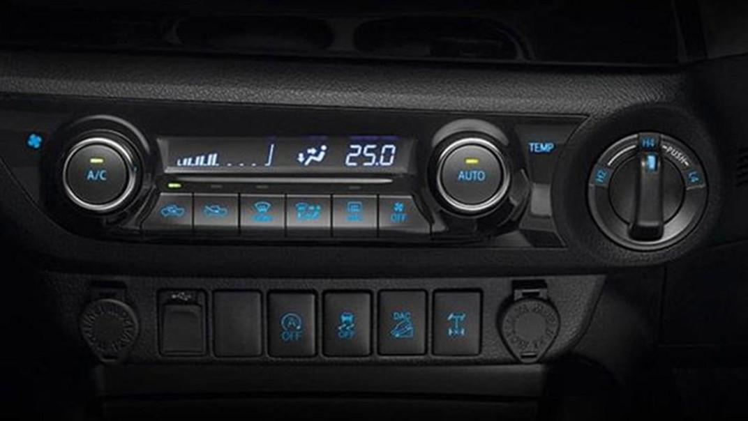 Toyota Hilux Revo Double Cab Public 2020 Interior 008
