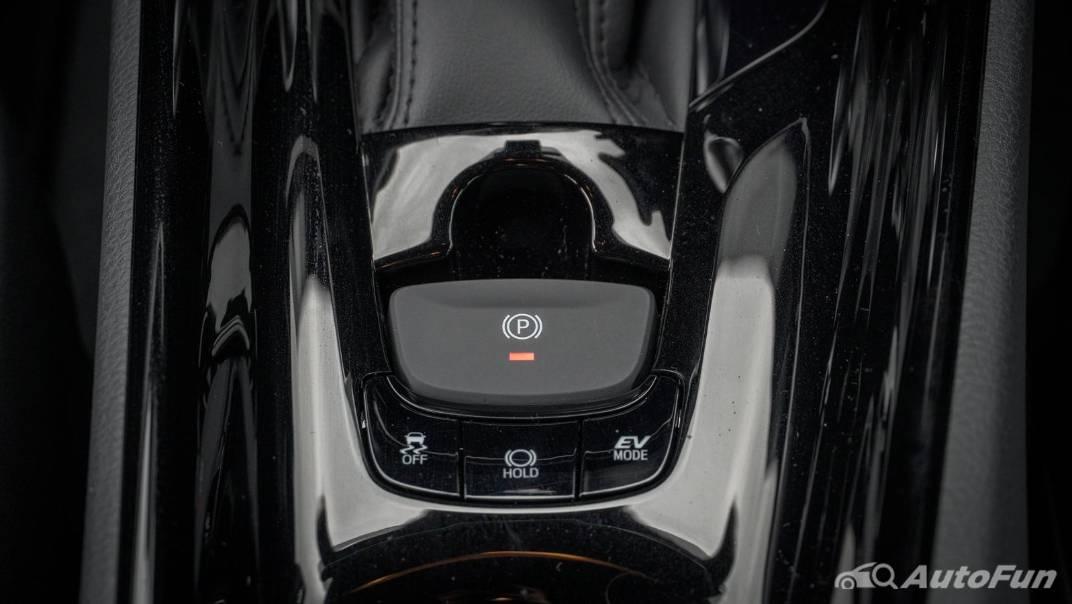 2021 Toyota C-HR Hybrid Premium Safety Interior 045
