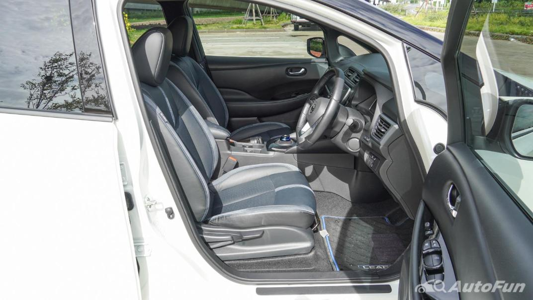 2020 Nissan Leaf Electric Interior 047